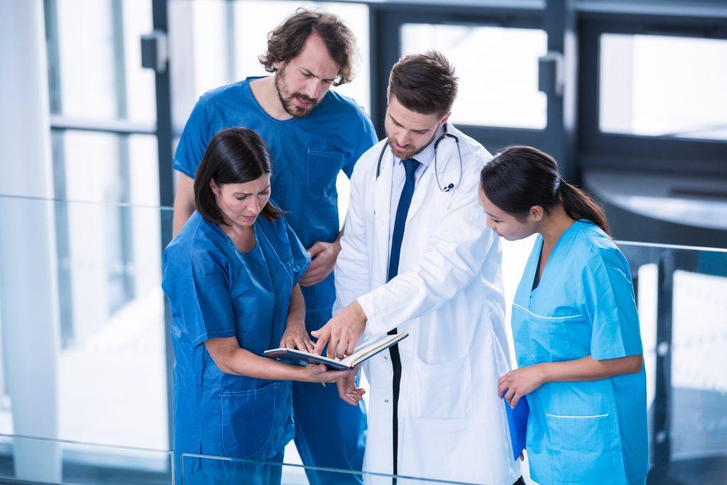 Cosa fa l'OSS. Le mansioni dell'Operatore Socio Sanitario