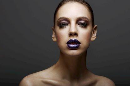 Trend di Make-up Autunno Inverno - rossetto metallico viola